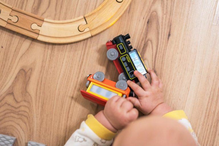 Jest wiele powodów, dla których drewniane zabawki są lepsze niż plastikowe