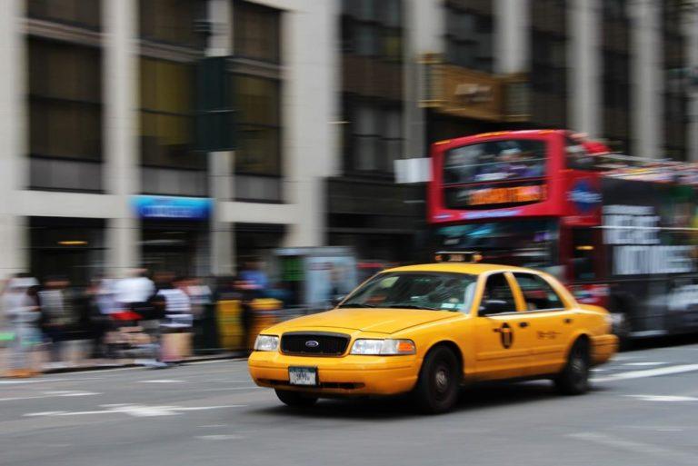 Taxi to świetna alternatywa dla komunikacji miejskiej